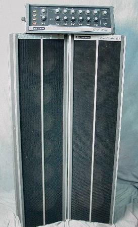 Très populaire dans les années 60, le Shure Vocal Master utilisait le concept line array.