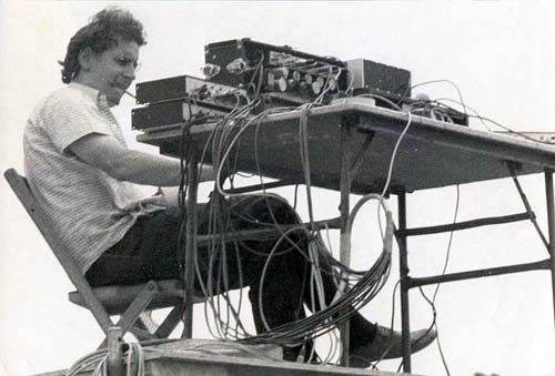 bill hanley and woodstock Use jbl in there professional systems and engineers like bill hanley create the first  1969– hanley uses jbl's in his system at woodstock.