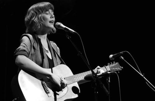 Nashville's Molly Tuttle Performs With Sennheiser And Neumann